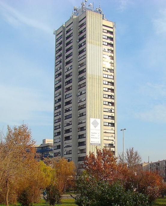 Egy 24 emeletes épület építése